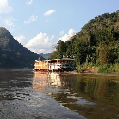 Hajózás a Mekongon, látogatás Laoszban - Erdei Csilla írása